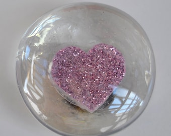 Glass cabachon magnet with pink glitter heart