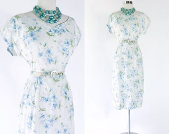 vtg 1950s white blue & grey floral print cotton day dress / cap sleeves / gathered back / blue lucite matching belt / pinup 50s dress