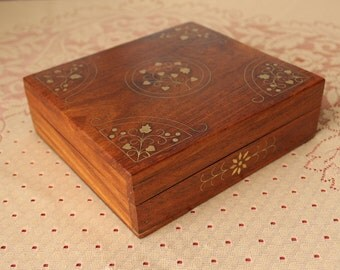 """Vintage Jewelry Trinket Storage Keep Sake Box Wooden with Brass Inlaid Decorated Top & Front 6.25""""x 5.5"""""""