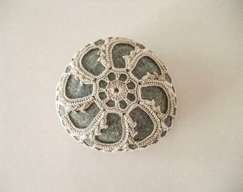 crochet / lace stone, pebble, home deco, paper weight, handmade gift, tabletop deco