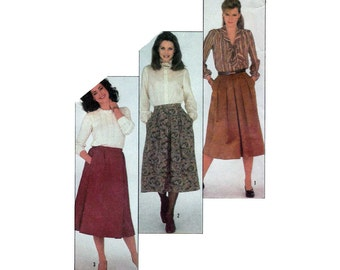 """Women's Pleated Skirts Sewing Pattern, Inverted or Box Pleats, Misses Size 16 Waist 30"""" Uncut Simplicity 5613"""