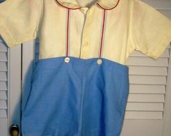 Adorable 1930s toddler boys short set with button on shorts. Cotton linen. Very good condition.