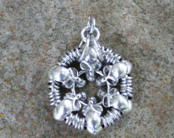 Chainmaille Skullburst Pendant