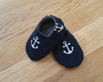 Nautical baby booties, anchor crib shoes, navy blue baby slippers, lined toddler slippers, soft sole baby shoes, baby shower gift