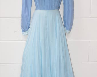 Ladies Gorgeous Vintage Reproduction Blue Long Sleeve Victorian Dress (38 Inch Bust, 26 Inch Waist) (F1934)