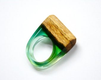 Statement ring in size US 6 handmade from Australian wood and a green resin