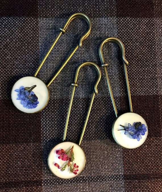 Outlander Shawl Pin - Scottish Heather or Bluebells - Gift Under 25 - Claire Kilt Scotland Forget Me Nots FREE SHIPPING FT08