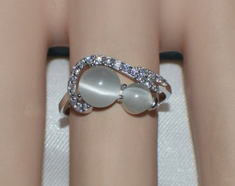 Glamorous  1.32 ct. Natural White Cats Eye set in Plaitinum over .925 Sterling Silver