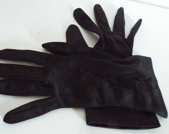 Vintage 1950's  NAVY  100% Nylon Wrist Gloves  embroidered design back ...Size 7 1/2 Exccellent Condition