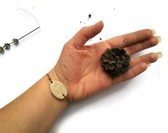 Green leaf bracelet, Rustic woodland bracelet, Folk light green leaf bracelet simple