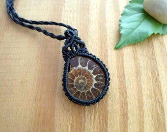 Ammonite macrame pendant, macrame jewelry, ammonite necklace, micro macrame, ammonite fossil, shell fossil pendant, ammonite jewelry