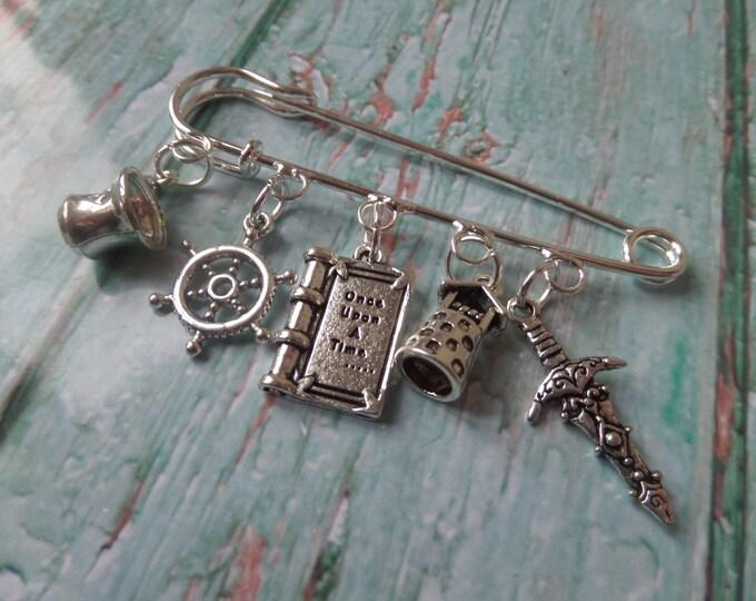 ONCE UPON a TIME inspired silver 5 charm 70mm kilt pin brooch fan gift jewellery xmas Emma Swan Rumplestiltskin Uk