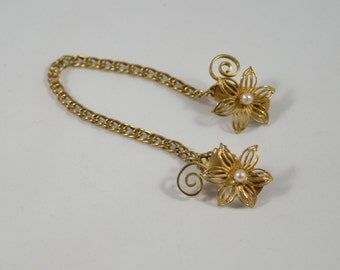 Sweater Chain Collar Clip Goldtone Filigree Flower Clips Faux Pearl Accents Goldtone Chain Vintage Fashion Accessory