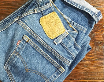 32W x 33L Levis 80's Vintage LEVI'S 501 xx - measurements are listed in detail. Stock No 0320171