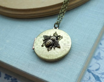 Bee Locket Necklace Round Textured Locket Necklace Brass Bumble Bee Locket Pendant Vintage Style Photo Locket Long Necklace Rustic Nature