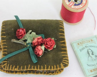 Vintage Velvet Needle Case/ Craft Supplies and Tools/ Sewing & Needle Craft Storage/ Haberdashery/SALE (001K)