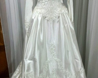 Vintage Fairytale Princess White Satin Wedding Gown with Royal Train by Mary's - Size 6