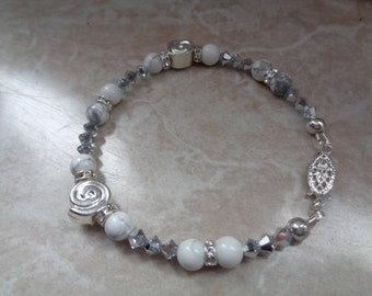 Silver bracelet with magnesite and Crystal, noble white