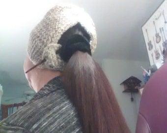 Ponnytail hat in knitting