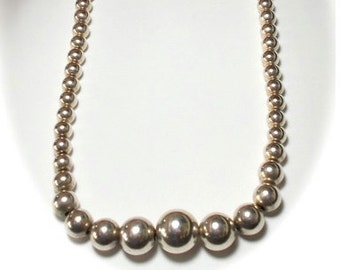 Sterling Silver Graduated Bead Necklace.