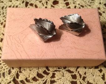 Giovanni clip earrings