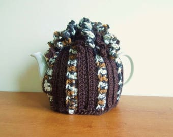 Brown and fleck spiral tea cosy, crochet tea cozy, for 2 pint, 4-6 cup pot. (40 fl oz) teapot. rasta tea cozy.  UK, tea pot cover