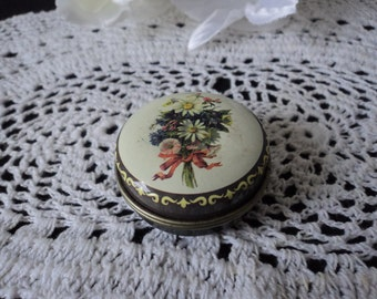 Vintage collectable metal pill box (04107)