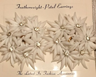 Vintage Deadstock 1950s / 1960s Large White Featherweight Flower Cluster With Rhinestones Clip On Earrings