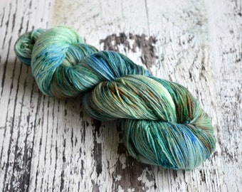 Hand Dyed Yarn, uk indie yarn dyer, cashmere, merino, nylon, sock yarn, fingering yarn, 4 ply yarn, Lady of the Lake