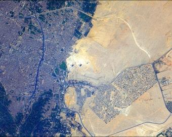 16x24 Poster; Iss 32 Pyramids At Giza, Egypt