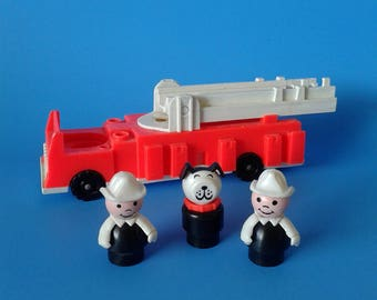 "Fisher Price Little People "" Fire Engine w/ 2 Firemen & Dog "" 1970's"