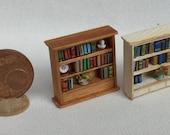 scaffale libreria con libri ed accessori scala 1/144