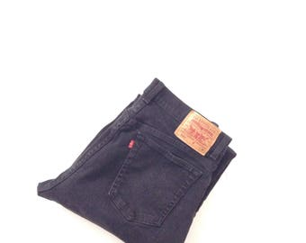 Vintage mom jeans. W32 L30. Levis 550 jeans. Original red tab, black, highwaisted, relaxed fit jeans.