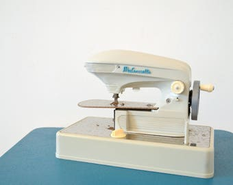 "Sewing ""Ma Cousette"" toy for children or for collection MACHINE, sewing machine"