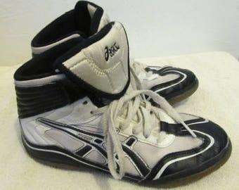 Boy's Vintage 2-Tone Black & White WRESTLING Shoes By ASICS.5.5US/37