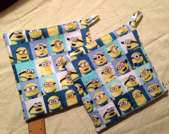 MINION Quilted Potholder Set 7.5 inch INSUL-BRIGHT inside.  One Pair (2).