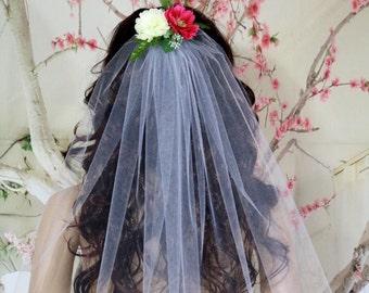 Rustic wedding veil. Customized Flower veil.  Bachelorette veil. White Wedding veil. White Bridal veil.