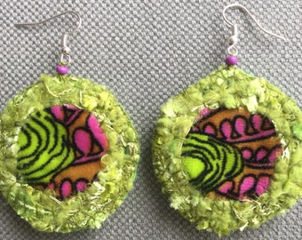 Textile earrings, green and pink, cosy spirit.