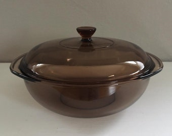 Vintage Pyrex Casserole Dish with Lid . Glass Baker . Amber Brown . Handles . 1980s. Excellend Contidion!