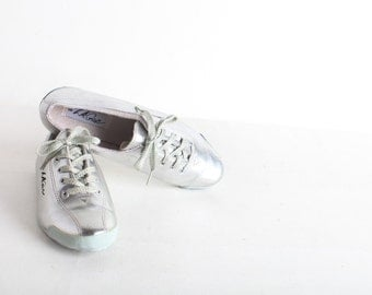 Women's Size 6 Vintage White LA GEAR Tennis Shoes, Fitness Shoes