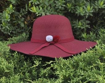 Hat Maroon pompons