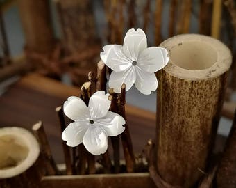 10pcs 14mm White Mother of Pearl Flower Beads White Shell Carved Flower Beads Centre Drilled MOP flowers 5-petal Flowers