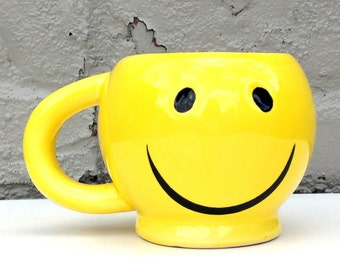 SMILEY FACE Mug // Bright Yellow Sunny Mug // Don't Worry, Be happy // coffee cup // happy present // oversized cup // 1990s 90s