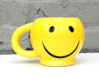 Tasse SMILEY FACE / / Bright jaune ensoleillé Mug / / ne vous inquiétez pas, soyez heureux / / tasse à café / / happy présent / / oversized coupe / / des années 1990 des années 90