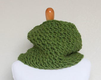 READY TO SHIP - Chunky Knit Cowl, Scarf, Oxygen Cowl, Grass Green Cowl