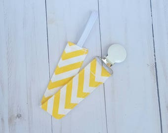 Yellow chevron pacifier clip- pacifier holder, gender neautral gift, mam nuk soothie gumdrop, baby girl, baby boy, baby accessory, B3G1