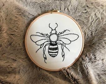 Bee embroidery hoop 17cm