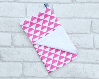 Burp Cloth // Baby burp cloth with pink and white geometric from newborn