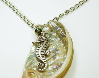 Necklace shell mother of Pearl with sea horse on silver link chain - maritime Beach jewelry - home port nature seashell beige Pearl