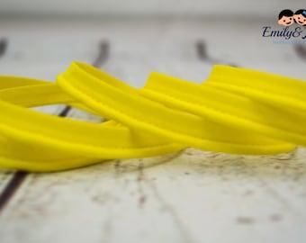 piping, band, yellow